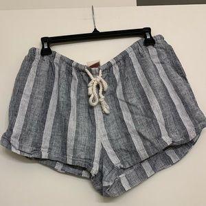 BOGO ✨ White and gray linen shorts size medium